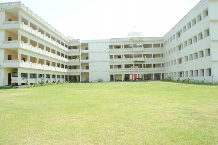 https://cache.careers360.mobi/media/colleges/social-media/media-gallery/17769/2019/3/5/Front Campus View 0f Shri Kashi Chandradev Yadav Polytechnic Azamgarh_Campus-View.jpg